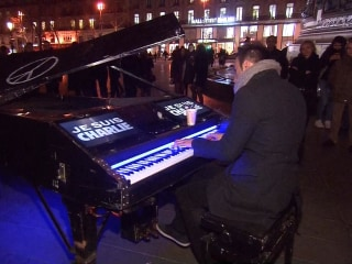 Street Pianist 'Wants to Bring Comfort' to Paris