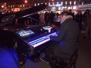 Street Pianist 'Wants to Bring Comfort' to Paris