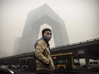Mayor of Beijing Says Smog Makes City 'Unlivable'