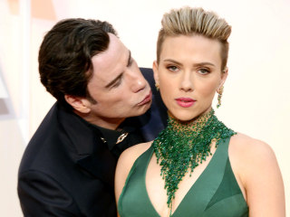 Scarlett Johansson Defends Travolta: Oscar Kiss Was 'Sweet,' Not 'Creepy'