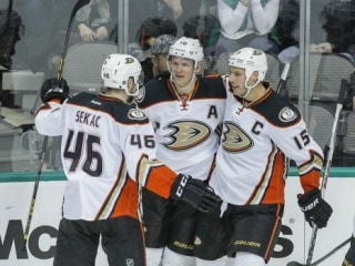 Hot Goalie John Gibson Turns Away Stars in Ducks' 3-1 Win