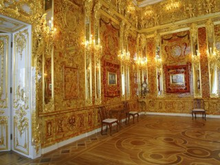 The Lost Amber Room: Retirees Dig for Nazi-Looted Treasure in Germany