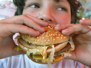 US Kids' Diets Put Them on Road to Heart Disease