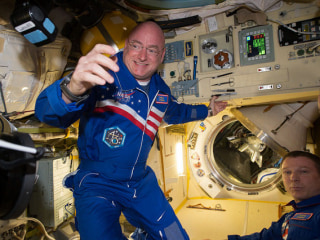 NASA Astronaut Scott Kelly Answers Twitter Questions from Space