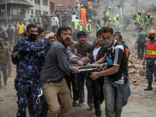'Absolute Chaos': Rescuers Claw at Earth to Find Nepalese Quake Survivors
