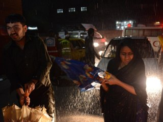 25 Killed, Hundreds Injured in Powerful Pakistan Windstorm