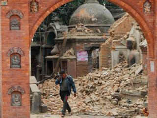 Nepal Earthquake: Major Aftershock Hits Kathmandu as Toll Climbs