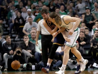 Kevin Love to Miss 'Minimum' of Two Weeks: Report
