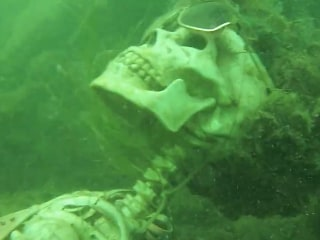 Arizona Snorkeler Finds Underwater Skeleton Tea Party in Colorado River
