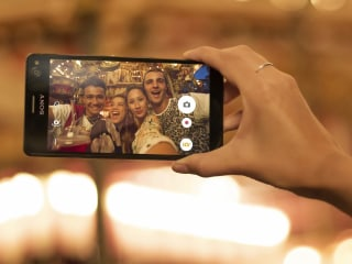 Wide-Angle Front Camera Makes Sony's Xperia C4 Smartphone a Selfie Machine