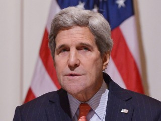 John Kerry Lands in Somalia, First-Ever U.S. Secretary of State to Visit