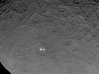 Dawn Probe Gets Closer Look at Ceres' White Spots, But Mystery Endures