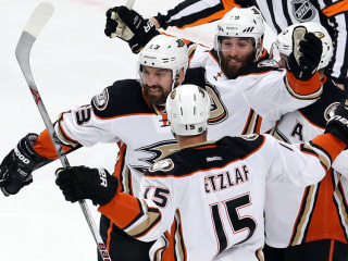 Ducks Outlast Blackhawks to Take 2-1 Series Lead