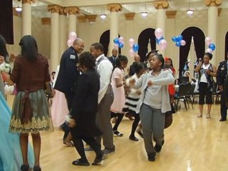 Cops Escort Girls Without Fathers to 'Daddy Daughter Dance'