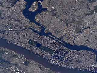 Scott Kelly, NASA Astronaut, Tweets Picture of Manhattan From International Space Station