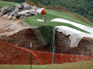 Sinkhole-In-One! Earth Opens Up On Missouri Golf Course