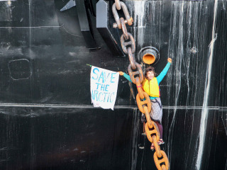 Pair Chains Themselves to Shell Ship Near Seattle to Protest Arctic Drilling