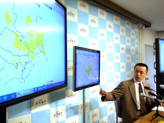 Quake Hits Tokyo Days After Japan OK's Third Nuclear Restart