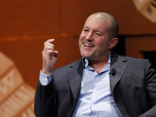 Apple Promotes Tech Guru Jony Ive As Head of Design