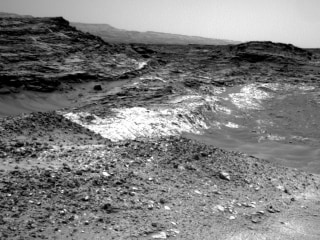 Mars Curiosity Rover Changes Route -- and Finds Intriguing Rocks