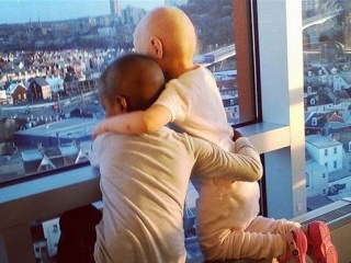 Heartwarming Photo of Young Cancer Patients Goes Viral