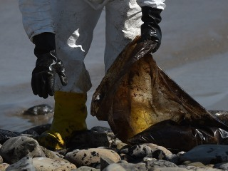 California Beaches Remain Closed As Cleanup From Oil Spill Resumes