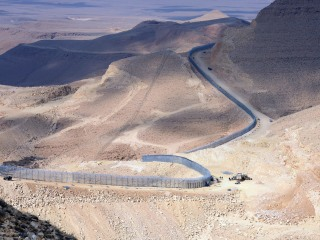 Israel OKs Extension of High-Tech Wall Along Jordan Border