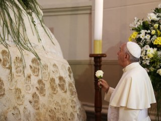 Pope Francis Gets Emotional During Paraguay Mass at Argentina Border