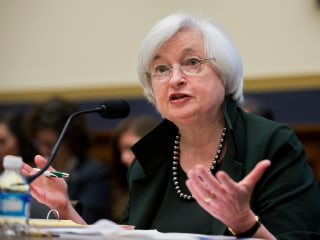 Fed Keeps Interest Rate Unchanged, Remains Mum on Timing of Hike