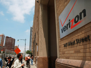 Verizon Workers to Remain on Job Without New Contract