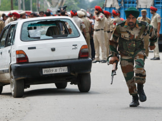 Nuclear-Armed India, Pakistan on Edge After 12-Hour Gunbattle