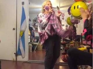 VIDEO: Tremenda Reacción Cuando Esta Madre Recibe 'Green Card'
