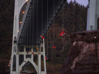 Activists Hang From Oregon's St. Johns Bridge to Protest Shell's Arctic Oil Drilling