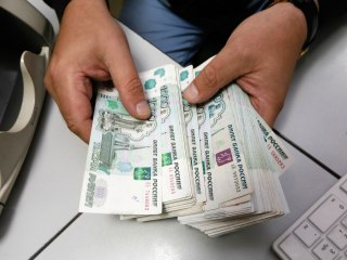 Average Russian Bribe Doubles in Value Amid Country's Currency Crisis