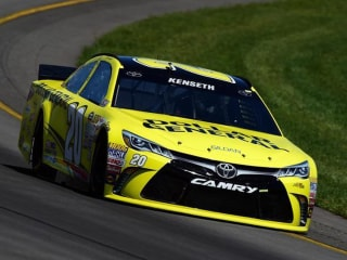 Kenseth Wins at Pocono After Logano, Kyle Busch run out of Fuel