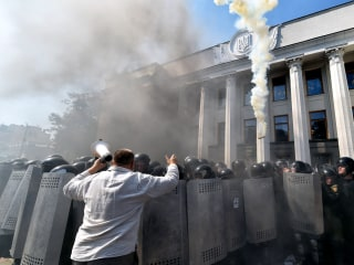 Ukraine Parliament Clashes Leave Cop Dead, 100 Others Injured