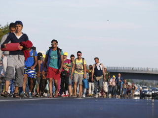 Tired of Waiting, Migrants Set off on 300-Mile Trek