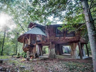 Enchanting Storybook Treehouse Sells in Mississippi