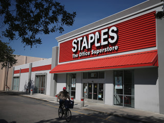 Staples Bucks Thanksgiving Trend, Stays Shut on Turkey Day