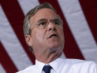 Jeb Bush Sells and Jabs on Iowa Reset Tour