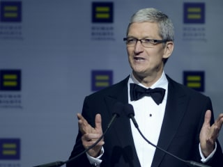 Apple CEO Tim Cook Receives Human Rights Campaign's Visibility Award