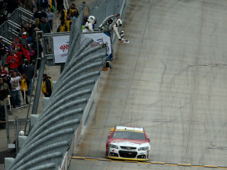 Harvick Wins at Dover to Survive, Advance in The Chase