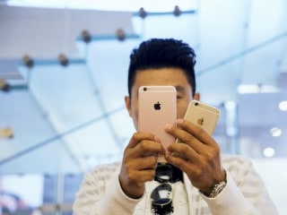 Dip in Apple Supplier Orders Could Signal iPhone Sales Decline