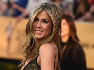 Jennifer Aniston Reveals Struggles in Emotional Speech