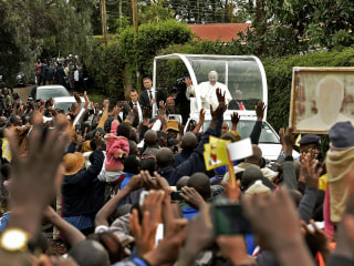 Pope Francis Visits Nairobi Slum, Pushes the Three 'Ls'