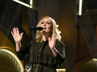 Adele's '25' Smashes First Week Album Sales