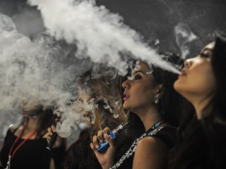E-cigarettes can hook teens, raise risk of smoking, report finds