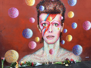 David Bowie Death: Celebrities Pay Tribute on Social Media