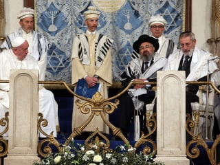 Pope Makes Historic Visit to Rome's Great Synagogue