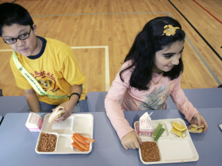 Health experts turn up their noses at new school lunch rule